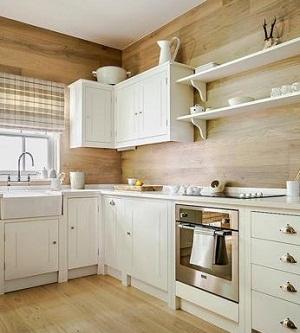 Revestimiento de madera en paredes de cocina