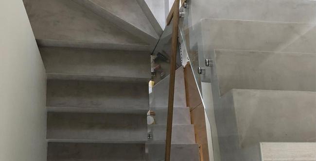 Escalera de microcemento