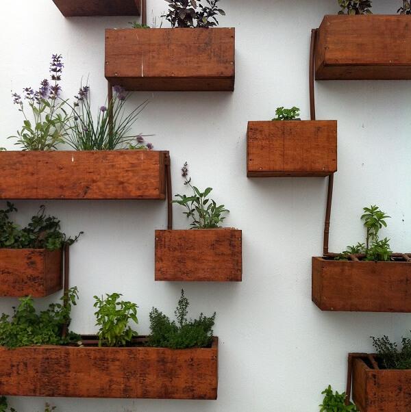 Huerta vertical con riego autonomo