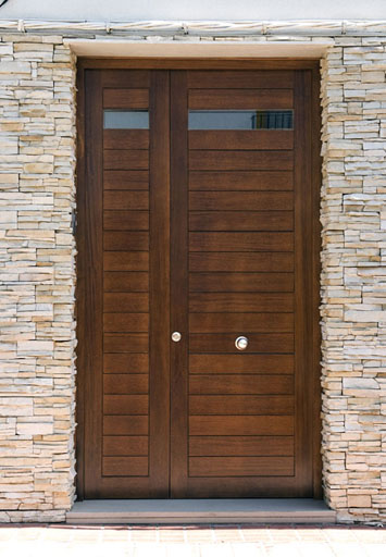 Mantenimiento de puertas y ventanas de madera for Puertas principales exteriores