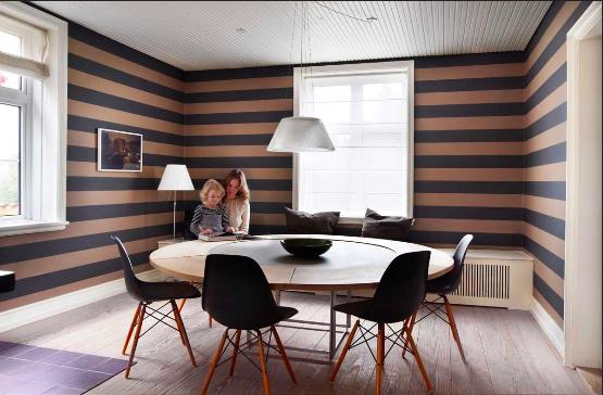 salon con rayas horizontales grises